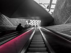 Pink slide (Tony Shertila) Tags: england gbr l1 liverpool unitedkingdom britain city europe geo:lat=5340354676 geo:lon=298749150 geotagged merseyside shopping ©2019tonysherratt 20191116152944 escalator stairs structure building architecture