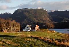 Landskap 2 (dese) Tags: december9 2018 december92018 december desember winter vinter strandvik fusa bjørnafjorden bjørnefjorden fjord hordaland noreg norway scandinavia europe norden landscape vestlandet vestland landskap landschaft inexplore explore norwegen noorwegen norveška norvegia norvège