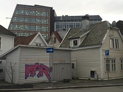 Nøstet, Bergen (Norway) (svennevenn) Tags: gatekunst streetart bergen graffiti far nøstet hus houses