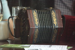 Accordions, Concertinas, etc. [Free Reed Instruments] 73: Concertina [Anglo - Crabb] (of Will Duke) (KM's Live Music shots) Tags: musicalinstrument hornbostelsachs aerophone crabbconcertina angloconcertina concertina willduke kingqueen