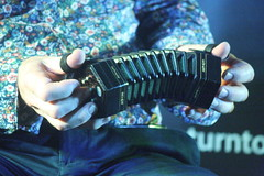 Accordions, Concertinas, etc. [Free Reed Instruments] 92: Concertina [Anglo Miniature - Dipper] (of Noel Hill) (KM's Live Music shots) Tags: musicalinstrument hornbostelsachs aerophone dipperconcertina miniatureconcertina angloconcertina concertina noelhill crownhotel