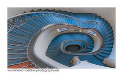 distorsion! (Heiko Röbke) Tags: blue treppenhaus de architektur color farbe canon5dmkiv hannover blau abstract architecture thesymmetryabove staircase neuesrathaus 2019 sigma1224mmf40dghsmart