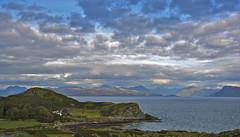 Sky over Skyes coast  2019 (matthias416) Tags: skye scotland schottland highlands islays coast küste himmel sky bucht bay coastline küstenlinie clouds wolken green grün sea meer shadows schatten nikon yourbestoftoday