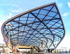 Hamburger S Bahn Station Elbbrücken (petra.foto busy busy busy) Tags: architektur bahnhof sbahn hamburg bahnsteig germany outside neubau eröffnung fotopetra canon eosrp perspektive glaskonstruktion