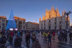 Milano, Piazza del Duomo a Natale 2019 (Fil.ippo) Tags: christmas christmastree piazzadelduomo xmas light sunset milan square cityscape fuji cathedral milano natale filippo galleria xt2 filippobianchi
