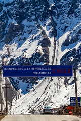 Welcome to Chile (fotoverav) Tags: chile cordillera andes señal nieve frio automovil car road