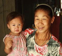 grandma and baby (the foreign photographer - ฝรั่งถ่) Tags: grandma woman baby grand grandchild khlong thanon portraits bangkhen bangkok thailand canon