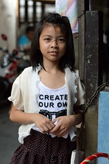 pretty girl looking wise beyond her years (the foreign photographer - ฝรั่งถ่) Tags: girl child khlong lard phrao portraits bangkhen bangkok thailand nikon d3200