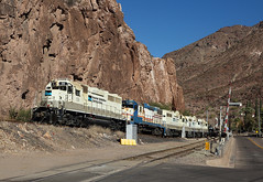 59+55+52+49+50, Clifton AZ,  4 Nov 2019 (Mr Joseph Bloggs) Tags: freeport mcmoran railroad bahn zug train treno freight cargo merci railway clifton morenci usa united states america vlak emd electro motive division gp38 59 55 52 49 50 gp382