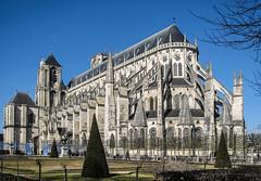 La cathédrale Saint-Étienne de Bourges (balese13) Tags: bourges canon cher s3is saintetienne bleu blue cathédrale centre pierre powershot yourbestoftoday balese 500v20f 1000v40f 1500v60f