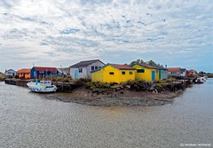 Fishermens huts at the Ile d'Oleron  Fischerhütten auf der Ile d'Oleron ... (Mike Reichardt) Tags: iledoleron chateaudoleron france frankreich farbenfroh farbig farben colors cityscape colorful fishermenshuts fischer churches