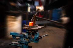 La force de l'art  / The strength of art (vedebe) Tags: couleur couleurs travail ironworker work ferronnier fer art mains hands