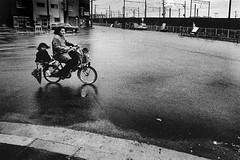 memories (1284)B581 (soyokazeojisan) Tags: japan osaka city street road people bicycle umbrella bw blackandwhite monochrome analog olympus m1 om1 28mm film trix kodak memories 1970s