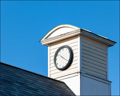 10:22 (at 11:35) (Timothy Valentine) Tags: 1219 large roof sky clock 2019 fbpost hrsw pawcatuck connecticut unitedstatesofamerica