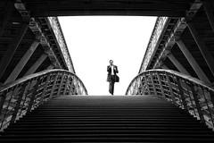La passerelle // The footbridge (erichudson78) Tags: france iledefrance paris passerelleléopoldsédarsenghor noiretblanc nb blackandwhite bw silhouette paysageurbain urbanlandscape canonef24105mmf4lisusm canoneos5d symétrie symmetry frame