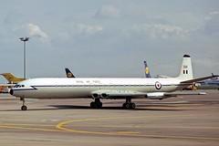 XR398_1973-10-06_MUC_1200_HS (stefanmuc2001) Tags: xr398 gbdiw royalairforce raf cometc4 comet4c dehavillandcomet dehavilland dh106 dh106comet airliner jetliner aircraft plane flugzeug muc eddm münchen munich riem münchenriem munichriem flughafenriem airport flughafen kodachrome 1973 slidescan aircraftslide danairlondon