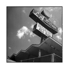 burgers • los angeles, california • 2018 (lem's) Tags: burgers sign urbex abandonned restaurant neon los angeles california californie rolleiflex t
