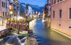 Annecy (Explored December, the 19th 2019) (JULIEN VI) Tags: annecy photodenuit cityatnight nightshot night nuit hautesavoie auvergnerhônealpes france nikond500 sigma1750f28 poselongue longexposure cityscape 74 nightphotography stream river lethioux waterstream heurebleue bluehour inexplore flickrexplore explored