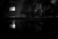 IMGP2790 (seba0815) Tags: pentax pentaxk5 monochrome bw blackandwhite blanc noir black white streetphotography reflection dark city lights light mood seba0815 urban