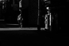 感 召 (Wilson Au | 一期一会) Tags: japan 日本 四國 香川縣 高松市 takamatsu kagawa morning light bicycle contrast blackandwhite monochrome street streetphotography fujifilm xe2 xf1855mmf284rlmois fujinon absoluteblackandwhite