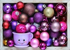CHRISTMAS BAUBLES || KERSTBALLEN (Anne-Miek Bibbe) Tags: baubles smileonsaturday kerstballen happpysmileonsaturday canoneos70d annemiekbibbe bibbe nederland 2019 tabletopphotography paars purple roxo purpura viola lila violet christmasbaubles bouledenoël pallinadinatale weihnachtskugel