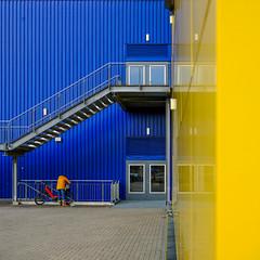 Schwedisches Möbelhaus mit 4 Buchstaben (Werner Schnell Images (2.stream)) Tags: ws ikea siegen treppe notausgang blau gelb blue yellow