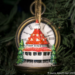 20191218Hotel Del Ornament33694 (Laurie2123) Tags: christmas2019 hoteldelcoronado laurieabbotthartphotography laurieturner laurieturnerphotography laurietakespics laurie2123 litratorch nikond800e odc odc2019 ourdailychallenge nikkor60mm ornament
