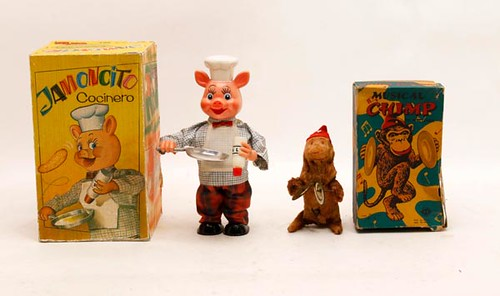 Jamoncito wind-up Pig -pictured left- ($61.60)