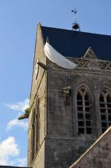 D-Day - Sainte-Mère-Église - El día más largo (Heleplatas) Tags: paracaidista iglesia desembarco de normandía saintemèreéglise