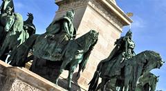 Het Heldenplein (Hősök tere) (wilma HW61) Tags: heldenplein hősöktere beelden image heroessquare millenniummonument millenniumiemlékmű nationalesymbolen nemzetiszimbólumok boedapest budapest magyarország ungheria hungary hongrie hongarije europa europe európa nikond90 wilmahw61 wilmawesterhoud gellérthegy