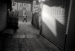 (David Davidoff) Tags: people street life shadowlight analogue monochrome leicam6ttl rangefinder summaron35mmf35goggles documentary moment candid