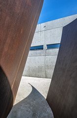 Serra vs Ando Gap Shadow Point copy (ken mccown) Tags: tadaoando pulitzerfoundationforthearts stlouis richardserra joe sculpture missouri architecture modernism cortensteel