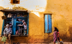(sharmi_diya06) Tags: street streetphotography streetphot abstract colors color people walk action contrast natgeoyourshot natgeophotographer natgeophotographers yourshotnatgeo