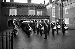 Royal Marines Band (Foto John) Tags: leica leicammonochrom246 leicammonochromtyp246 summiluxm35mmƒ14asphfle rangefinder monochrome blackwhite blackandwhite blackandwhitethatsright people women men soldiers navy commandos theroyalmarinesband theroyalmarines royalmarines london uk