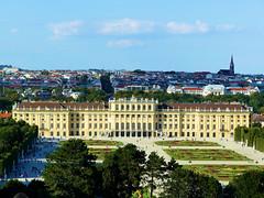P1970225 (alainazer) Tags: château schönbrunn vienne wien autriche österreich ciel cielo sky bâtiment architecture city citta ville