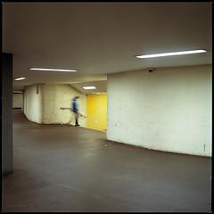 * (Konrad Winkler) Tags: berlin ubahnhof untergrund tunnel mensch passant gelb licht langzeitbelichtung mittelformat 6x6 kodakportra400 hasselblad503cx epsonv800