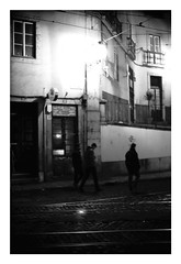 *Alfama. (niko**) Tags: konica hexarrf leica noctilux50mmf10 e60 kodak trix400 135 35mm filmphotography lisboa lisbon alfama ruadasescolasgerais fivedaysinlisbon