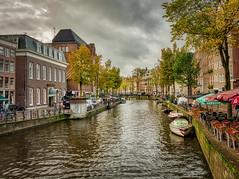 Amsterdam (Jürgen von Riegen) Tags: amsterdam niederlande netherlands himmel wasser gracht water wolken sky clouds architektur lumix g9 mirrorless micro four third 43 fave outdoor outside fahrrad bicycle