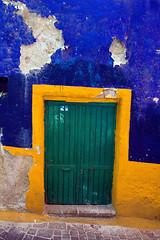 Entrance, Guanajuato (klauslang99) Tags: klauslang architecture entrance door guanajuato mexico colourful