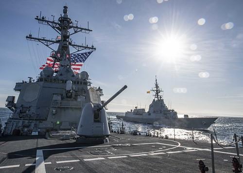 USS Carney (DDG 64) transits the Atlantic Ocean while the Spanish navy Alvaro de Bazan-class frigate ESPS Alvaro de Bazan (F 101) comes alongside