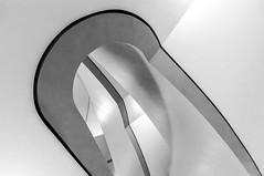 curvy (Karl-Heinz Bitter) Tags: architektur details gebäude treppenhaus architecture buildings kassel staircase abstract monochrom monochrome klinik blackwhite