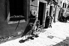Degrassi enoteca (boriskombol) Tags: bw bnw bn blackandwhite blancoynegro biancoenero nb noiretblanc cb crnobijelo sw schwarzweis monochrome mono monotone monocromatico monocromo canon eos 6d ef24105l outside outdoor old bicicleta vélo bicycle fahrrad fenster window ventana fenêtre ruelle callejón gasse alley bâtiment edificio building gebäude