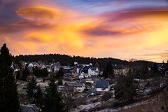 Hello from the other side (A.K. 90) Tags: cloudssunsetsstormssunrise sonnenaufgang town cityscape city stadt home hometown thuringianforest thuringia clouds wolken wolkig landscape landschaft sky himmel nature natur view sonyalpha6300 sigma30mm14 earlybird redyelloworange daylight new reportage rotorangegelb colors colorful building house schiefergebirge beauty beautiful