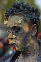 Une vraie tête de déterré (Edgard.V) Tags: paris parigi zombie walk 2019 cabeça testa portrait retrato ritratto portraiture face cara mortvivant living dead
