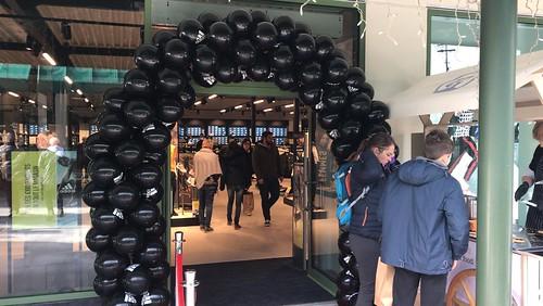Ballonboog 6m bedrukt Mc Arthur Glen Luxembourg Outlet Store Adidas