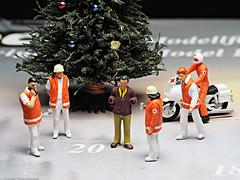Noch-Adventskalender - Tür 20 - Mann ohne Hände😀 (J.Weyerhäuser) Tags: fun h0 noch nochadventskalender preiser tinypeople unfall weihnachten