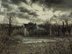 haunted house (Renate R) Tags: dortmund hauntedhouse abandoned nrw verlassen dunkel verfallen decay dark spooky haunted creepy