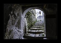 2845b  A Quiet Walk Through Apeiranthos (foxxyg2) Tags: alleys alleyways paths pathways steps arches tunnels apeiranthos marble naxos cyclades greece greekislands islandlife islandhopping niksoftware dxo dfine2 light shade shadow