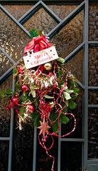 Joyeux Noël  - Happy Christmas (p.franche malade - Sick) Tags: noël décoration fête boule guirlande porte verre christmas decoration party ball garland door glass