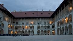 Wawel Castle courtyard (Anders_3) Tags: wawelcastle poland krakow easterneurope unescoworldheritagesite architecture nikon kraków castle renaissance wawelhill nightshot longexposure 7s77562v2 oldtownkrakow romanesque gothic earlybaroque
